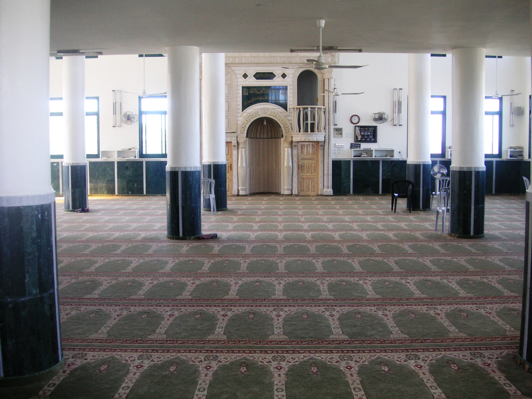 'Asira al-Qibliya - عصيره القبليّه : Masjid Asira - Inside - Picture taken by Mahmoud Makhlouf