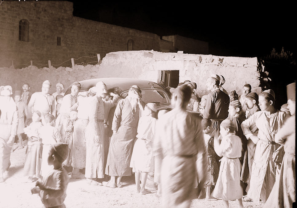 al-Khadr - الخضر : #1 -   Villagers of El-Khadder, listening to a radio of a passing car, October  1937