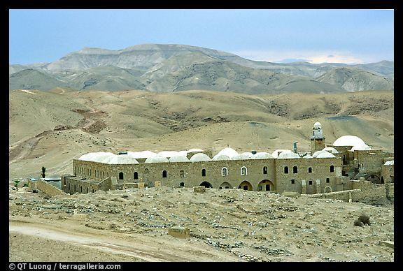 صور من اهم الاثار في فلسطين الحبيبه..! al_Nabi_Musa-12110.j