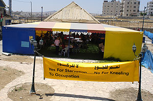 al-Ram - الرامّ : The tent in Ar Ram where the hunger strike is taking place.