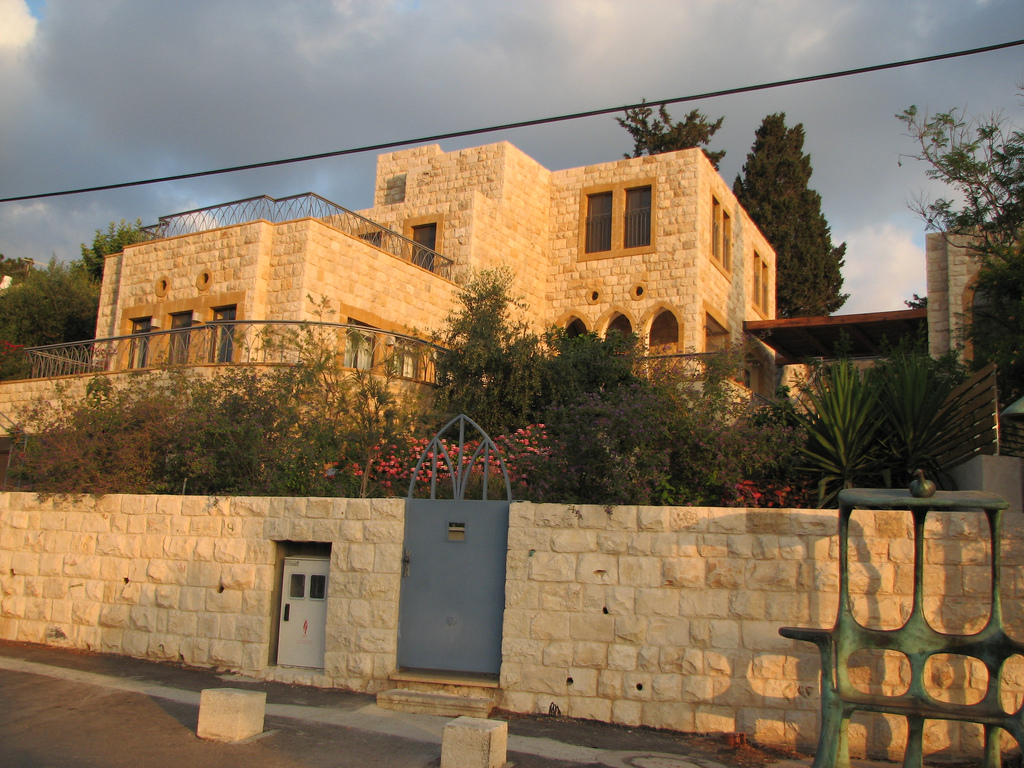 'Ayn Hawd - عين حوض : A LOOTED HOUSE in Ein Houd, now renovated and Israeli Jews living in it