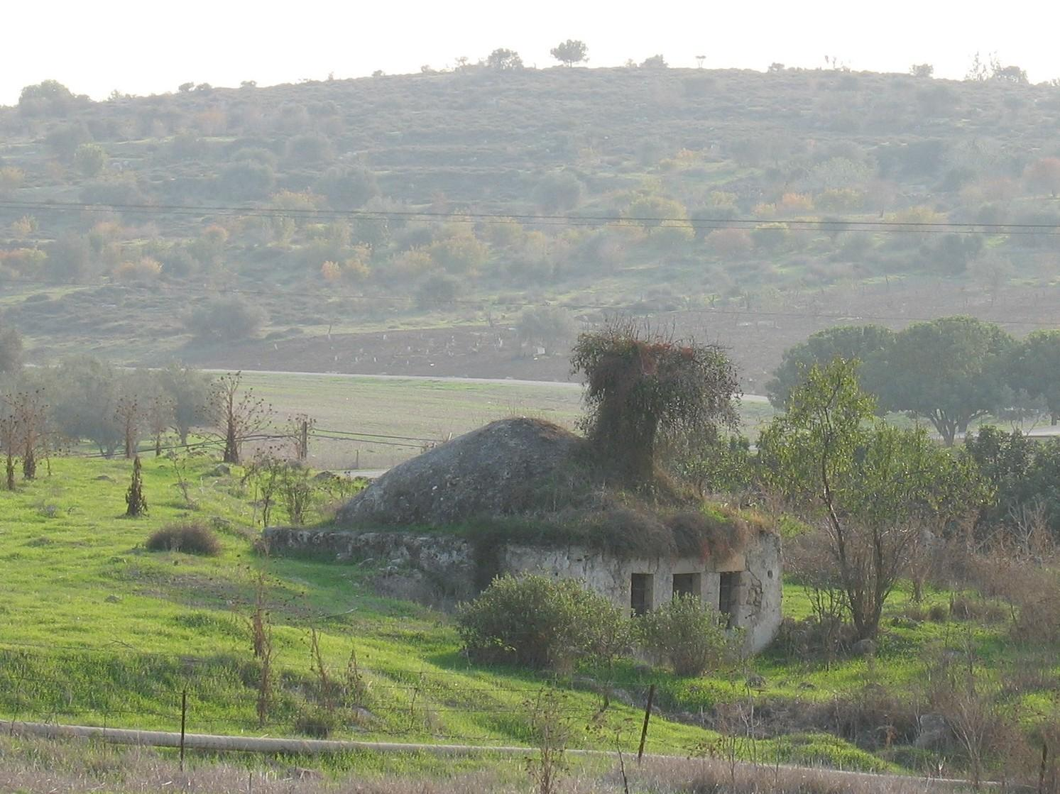 Bayt Jibrin - بيت جبرين : One of the remaining Palestinian house.