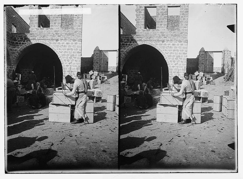 Jaffa - يافا : Nailing the orange boxes, ready to be loaded onto ships to London, France, Russia, ..etc. Matson Collection