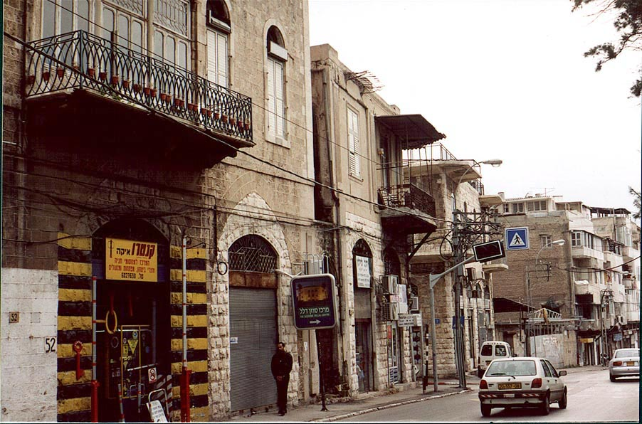 Jaffa - يافا : Jaffa street scene in 1948 downtown #4 (2000). Help us identify the name of the market in the below comments section.