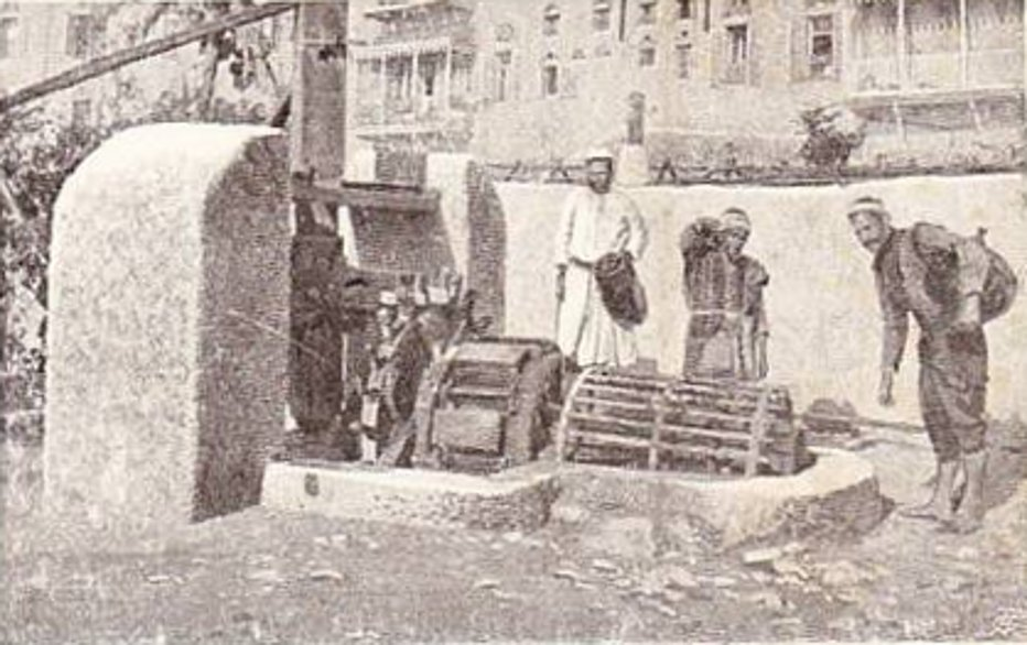 Jaffa - يافا : JAFFA - late 19th, early 20th c. 64 - Water carriers