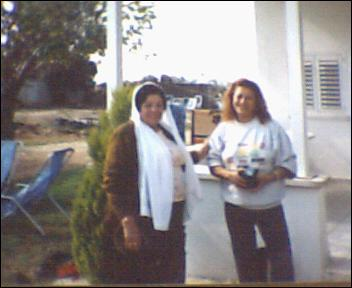 Kafr 'Ana - كفْر عانة : Nadia Hammo with an Israeli Jew who live in one of the Palestinian houses