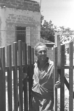 Yazur - يازور : A Happy New Jewish Emigrant In Yazur Soon After Its Occupation, 1948