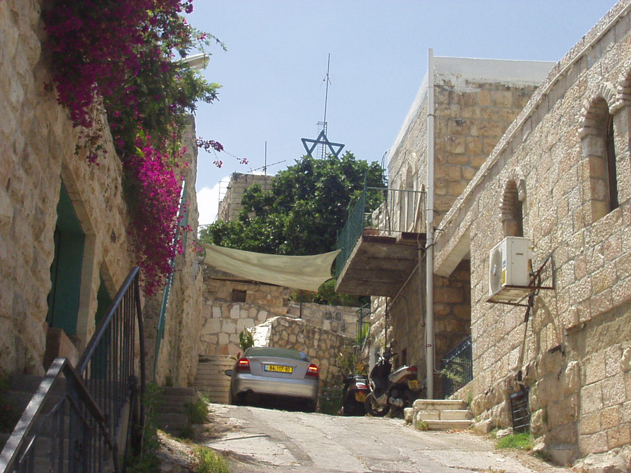 'Ayn Karim - عين كارم : An Ein Karim alley way in the OLD quarter #4, June 2002
