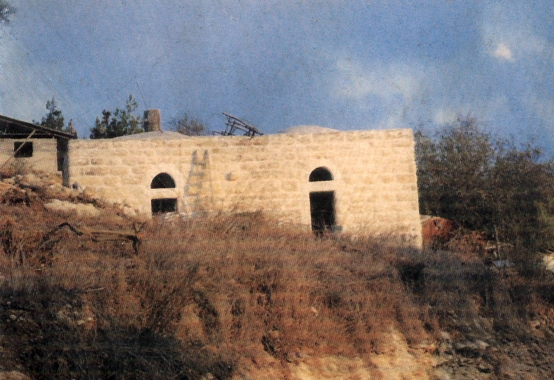 Bayt Mahsir - بيت محسير : A picture of palestinian house in Bayt Mahseir #2, note that it is being renovayed by Jewish settlers