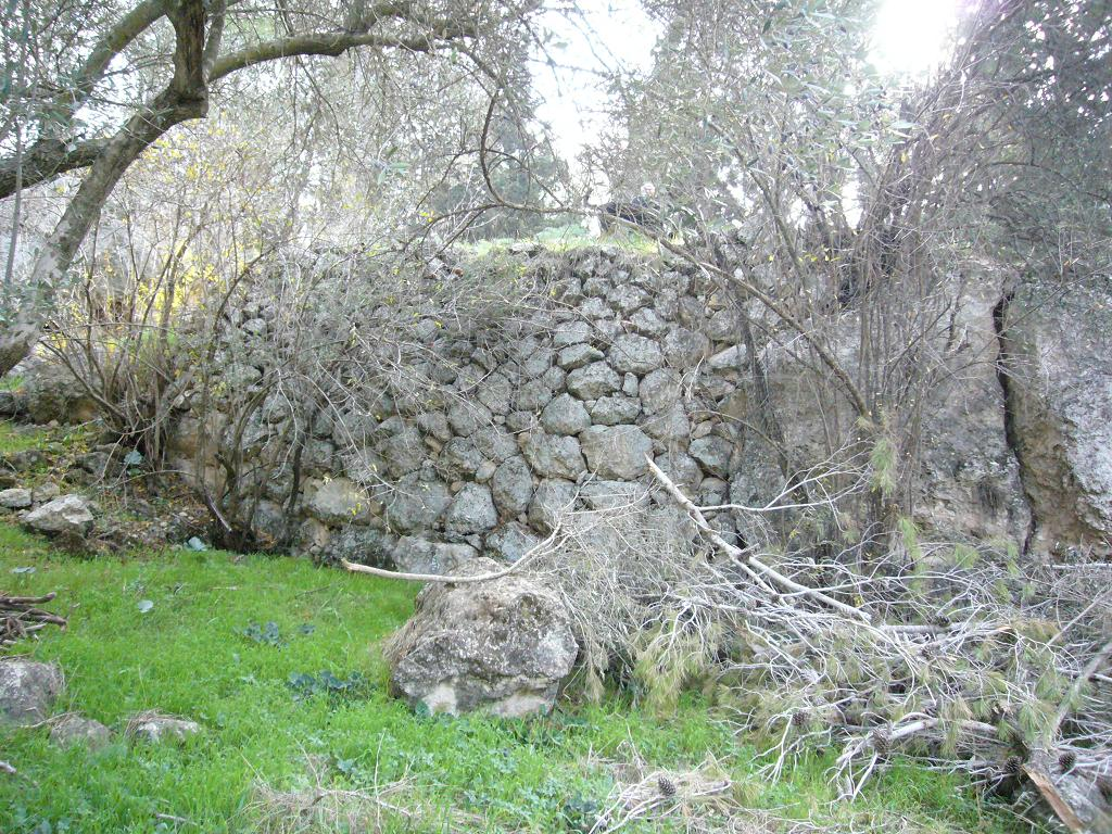 'Islin - عسلن : A village house or wall on the site today