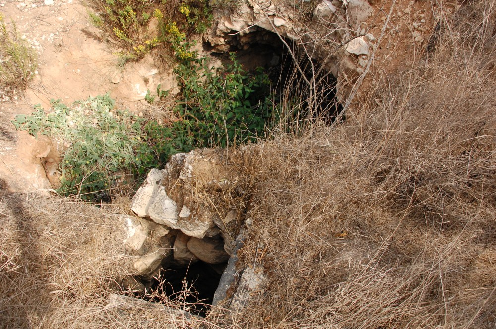 Saris - ساريس : one of destroyed water cisterns in Saris