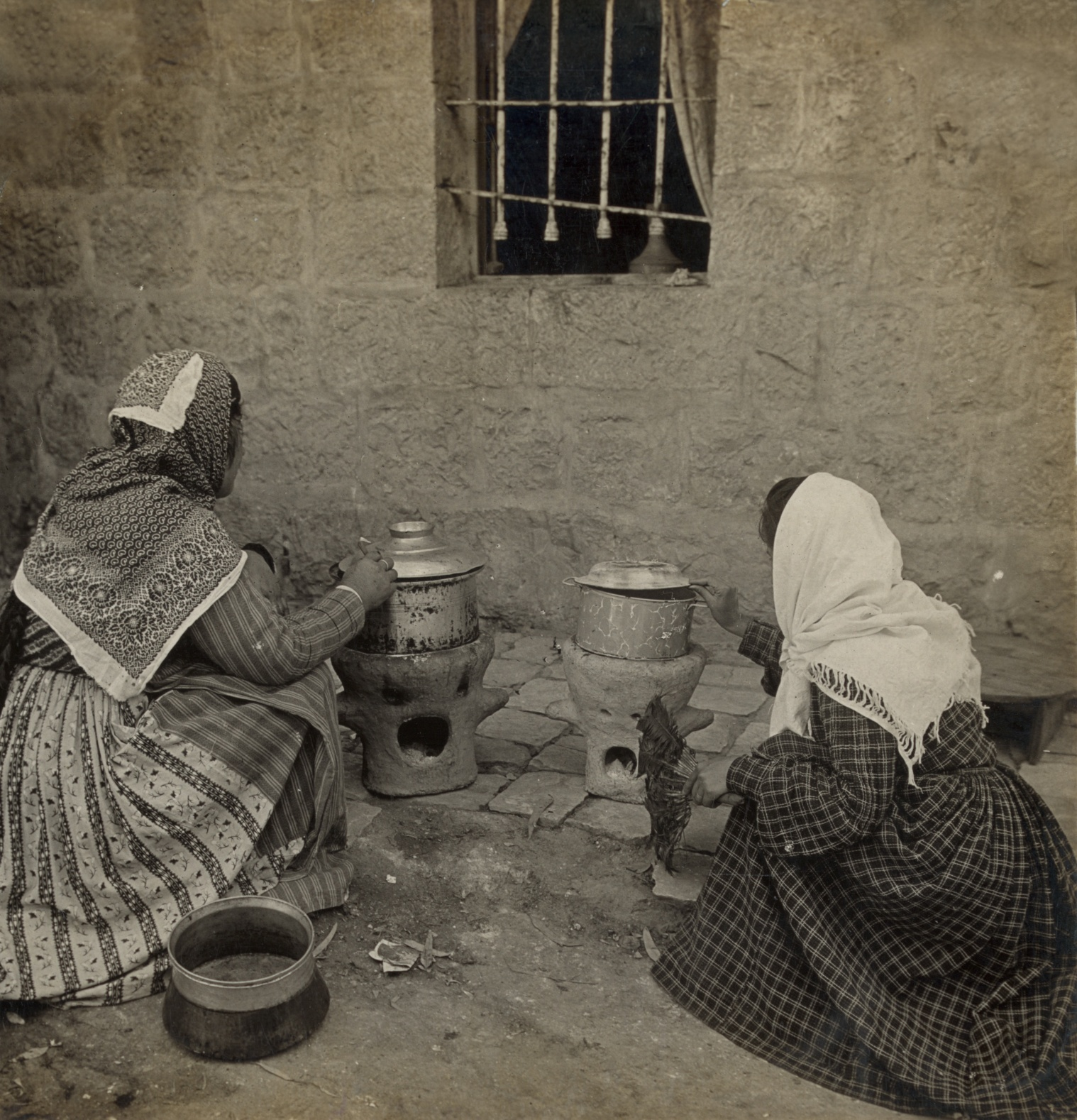 Nazareth - الناصرة : NAZARETH - Late 19th, early 20th c. 26 - Arab women  cooking on clay stoves, using charcoal for fuel, Nazareth area, northern Palestine,  1905