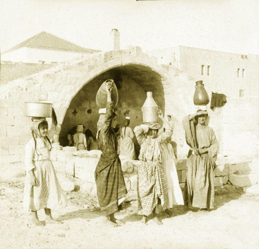 Nazareth - الناصرة : Women of Nazareth 30 (Late 19th, early 20th c.) - Girls carrying water-jars, Mariam's (Virgin's) spring