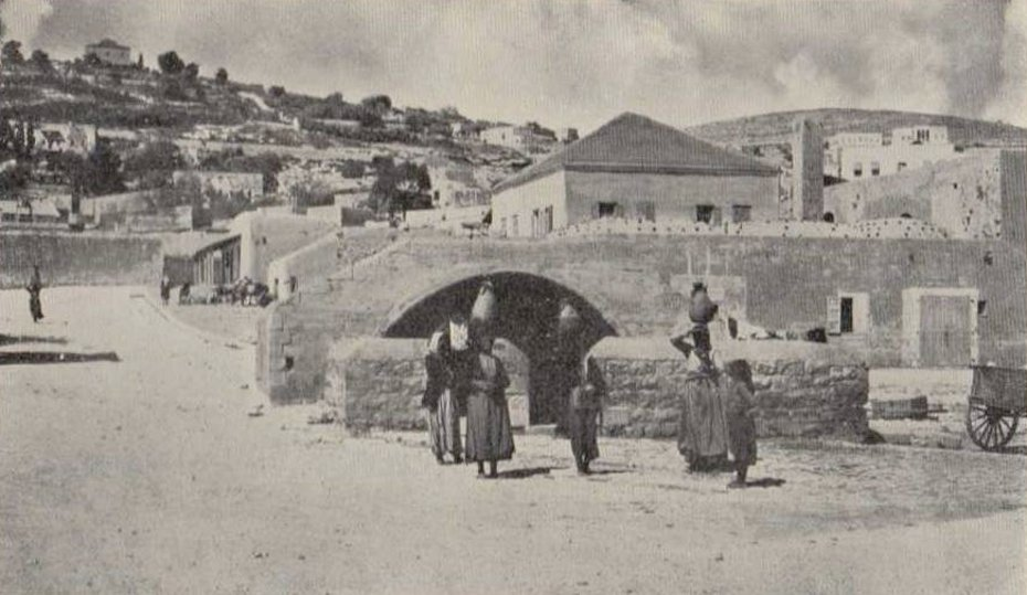 Nazareth - الناصرة : NAZARETH - Late 19th, early 20th c. 40 - palestinians at Mariam's (Virgin's) spring