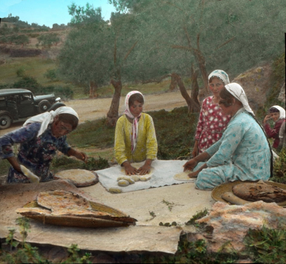 Nazareth - الناصرة : NAZARETH - Women of Nazareth 41 (Late 19th, early 20th c.) Tannur baking (Matson Collection, colourised)