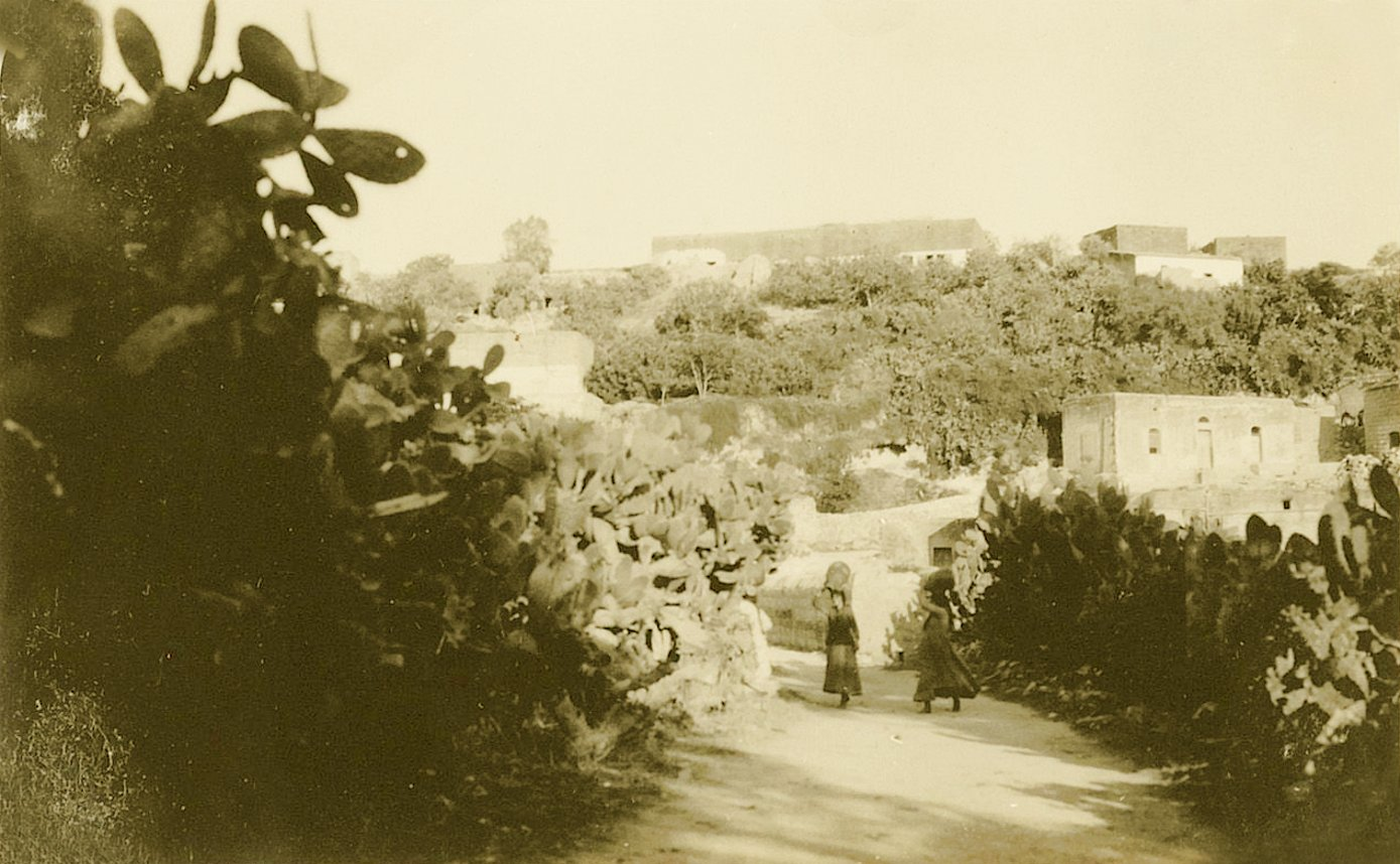 Nazareth - الناصرة : NAZARETH - Women of Nazareth 42 (Late 19th, early 20th c.) Carrying water jars in a sleepy lane, circa 1920s