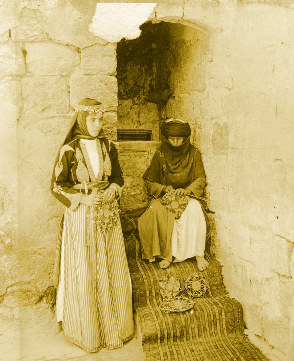 Nazareth - الناصرة : NAZARETH - Women of Nazareth 43 (Late 19th, early 20th c.) - An  elderly mat-maker and her daughter. (Per Reem Ackall)