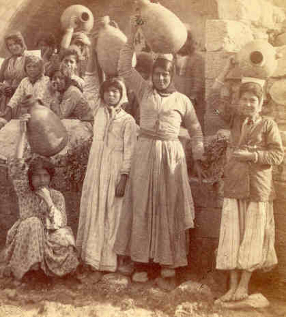 Nazareth - الناصرة : NAZARETH - Women of Nazareth 46 (Late 19th, early 20th c.) - Palestinian women at the Virgin's Well with water jars. (Per Reem Ackall)