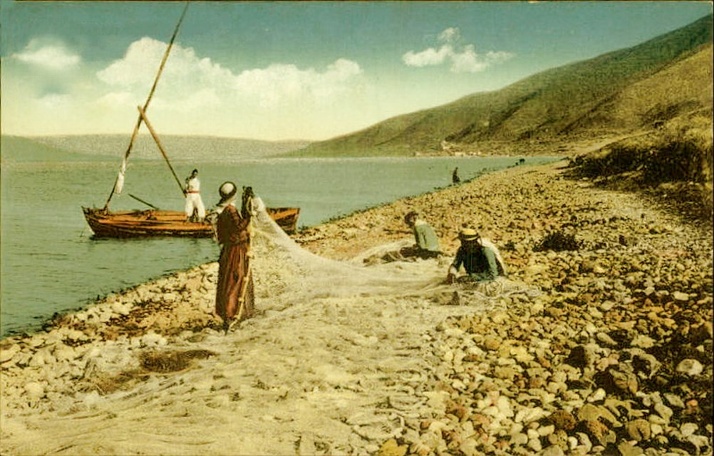 Tiberias - طبريه : TIBERIAS - Late 19th, early 20th c. 99 - Arab fishermen mending nets, c. 1910