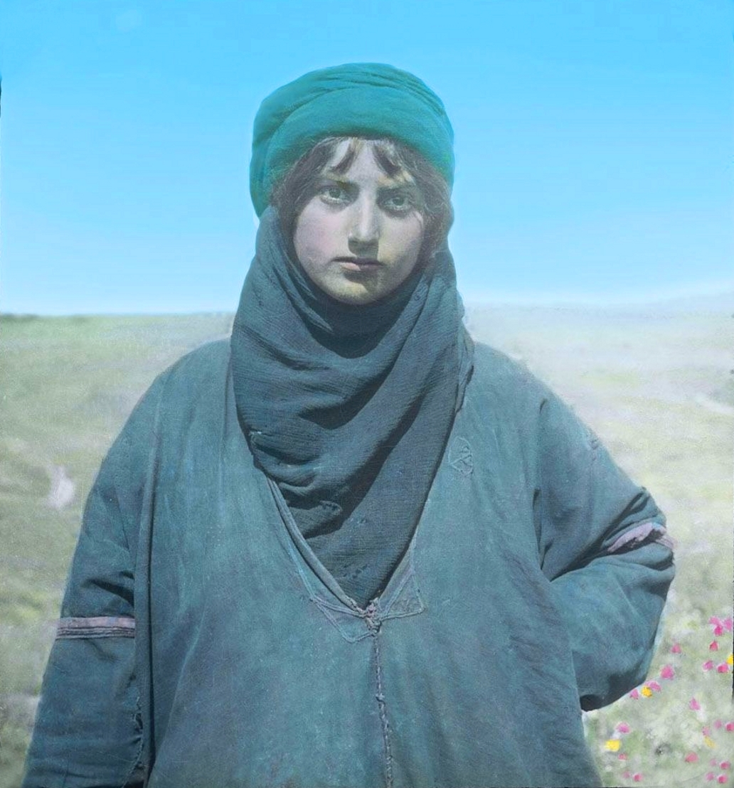Tiberias - طبريه : TIBERIAS - Late 19th, early 20th c. 117 - A Palestinian bedouin woman of the Tiberias district, circa 1920