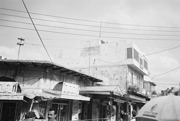 Tulkarm-طولكرم: منظر قديم لميدان جمال عبد الناصر وتظهر فيه صوره صيدليه المدينه