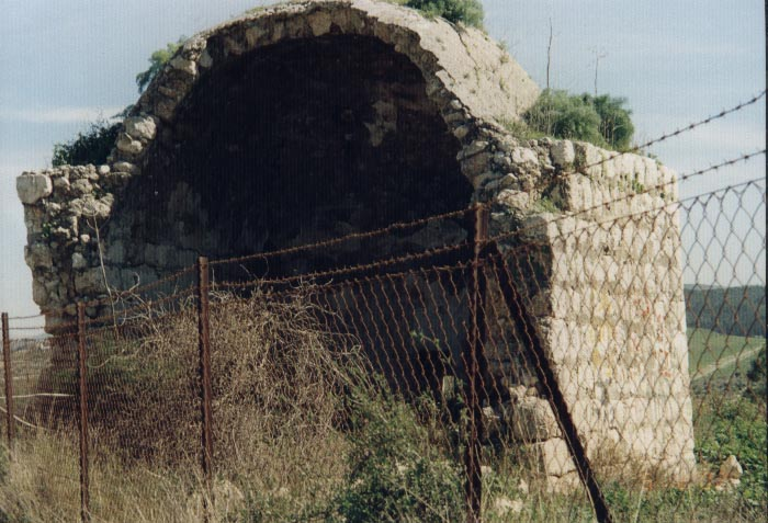 Bayt Jiz - بيت جيز : The half destroyed Mosque of Beit Jiz-February-2002